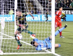 Liam Ridgewell scores against FC Dallas to give the Timbers a series lead they never relinquished