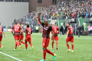 Timbers edge Union 2-1 to improve playoff chances